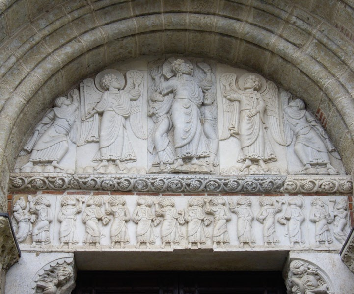 Ascension de Jésus-Christ ; tympan de la porte Miègeville; Saint-Sernin de Toulouse; vers 1115; photo JP Schmit