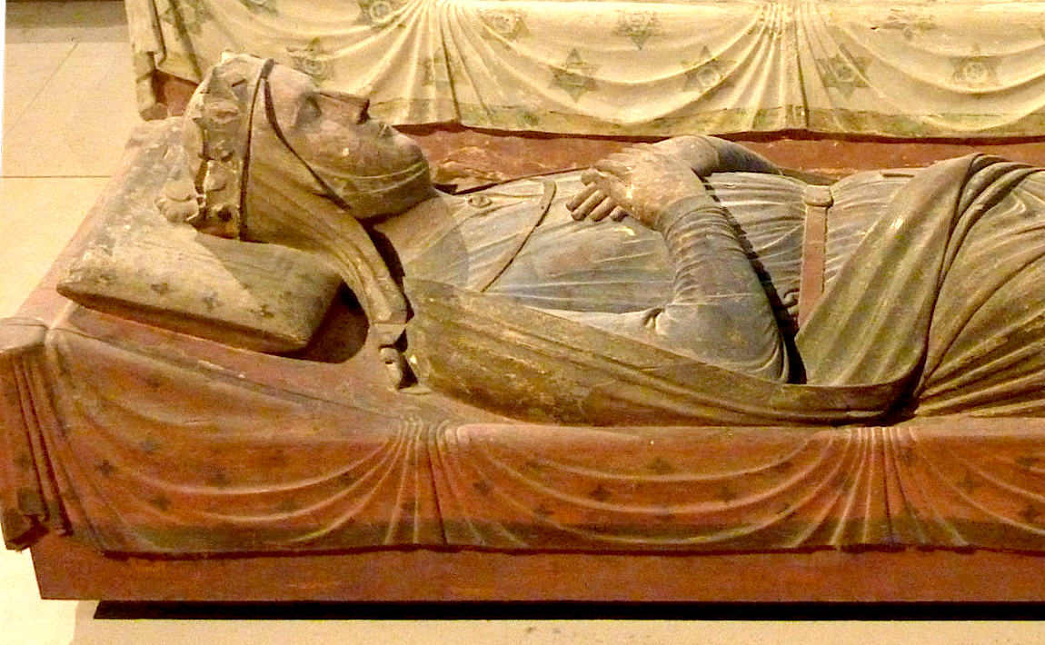 gisant d'Isabelle d'Angoulême, abbaye de Fontevraud, France; source photo:http://a397.idata.over-blog.com/5/01/73/55/Art-roman/Fontevraud/P1020261.JPG